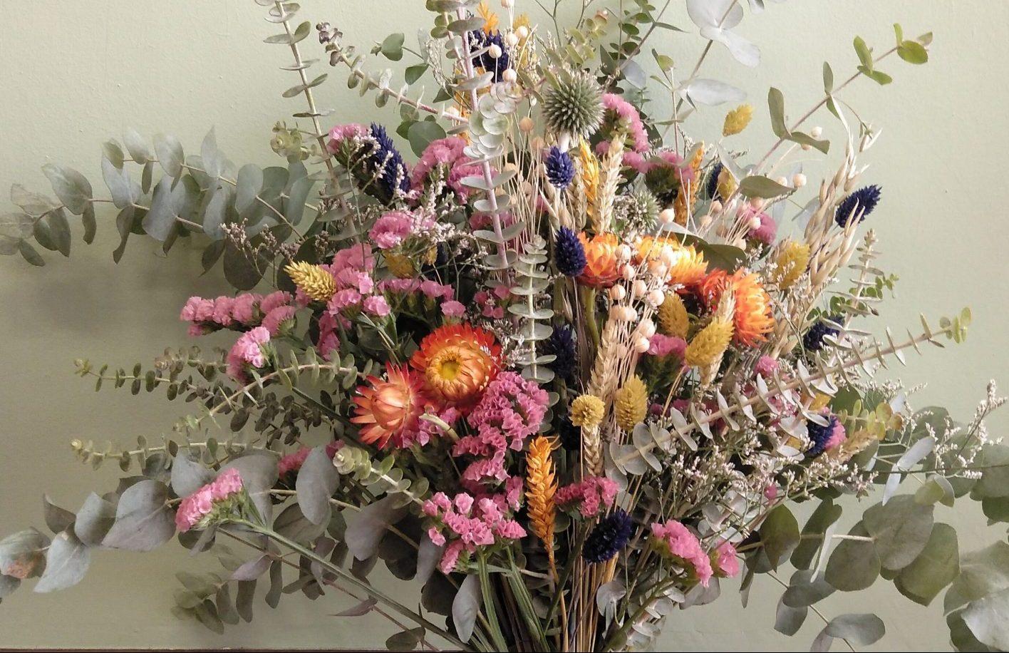 Eucalipto, flores secas, trigo, phalaris, statice, siempreviva
